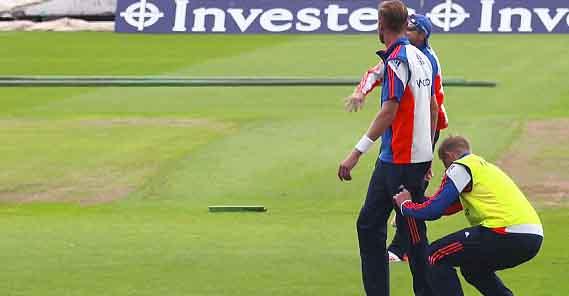 Joe Root lowers Stuart Broad's trousers down at Edgbaston training
