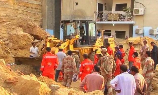 At least 13 killed in Karachi landsliding incident