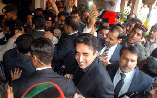 PPP workers struggle for Selfie