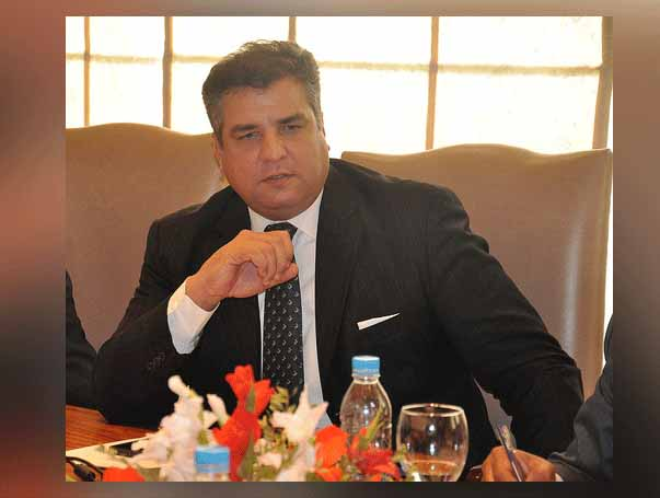 Daniyal Aziz cursing PML-N before joining it