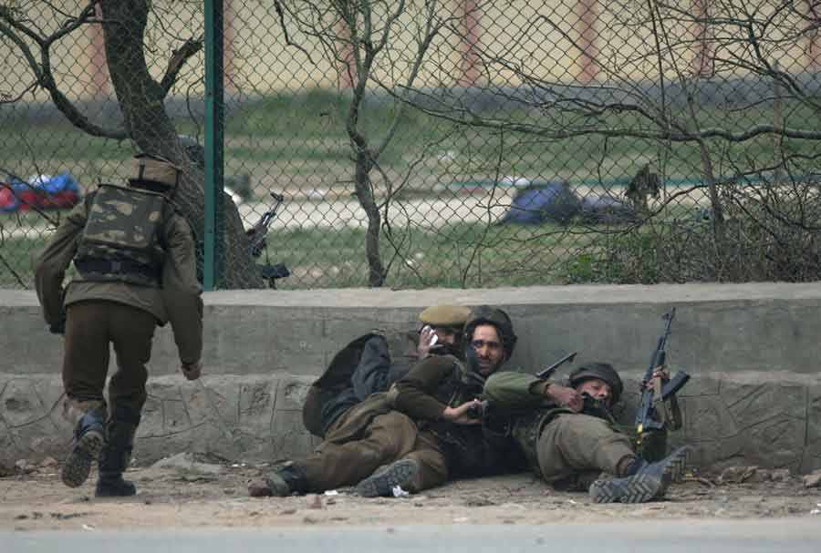 Four Indian troops killed in clash with Mujahideen