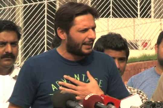 Afridi donates Rs.5 mn for earthquake victims