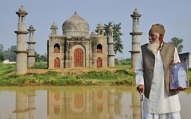 A man builds Taj Mahal's replica for his wife