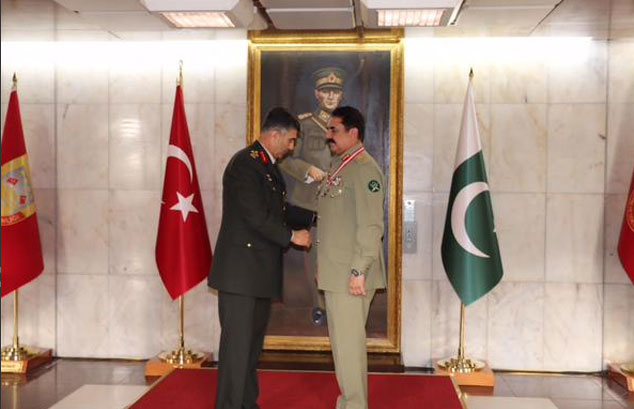 Turkey awards Raheel Sharif with Legend of Merit award