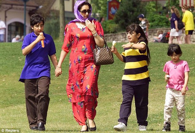 Memorable video of Benazir Bhutto with her children
