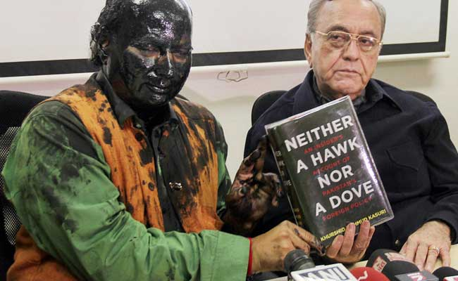 Shiv Sena activists attack Kulkarni ahead of Kasuri's book launch