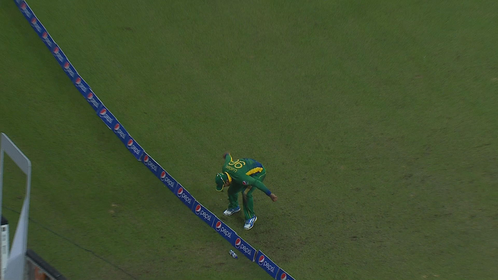 Stunning Catch by Umar Akmal in 2nd T20 vs Eng