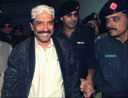 Who is responsible for Zardari's detention?