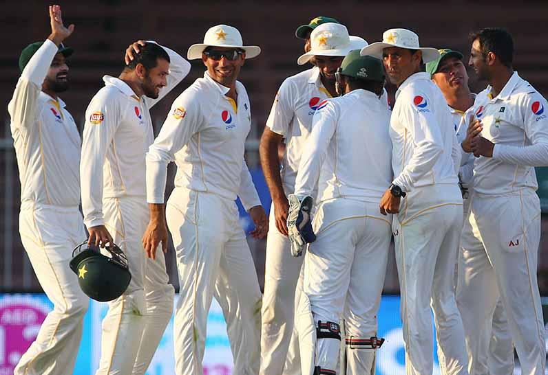 Pakistan beats England