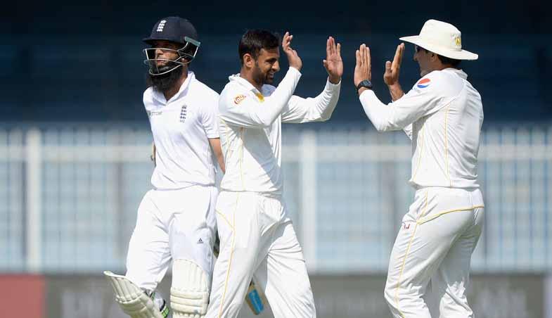 Shoaib Malik takes 4 wickets