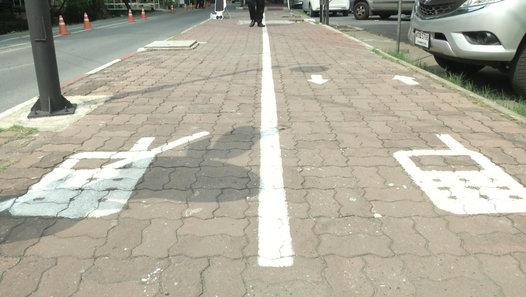 Thai university gets cellphone lanes