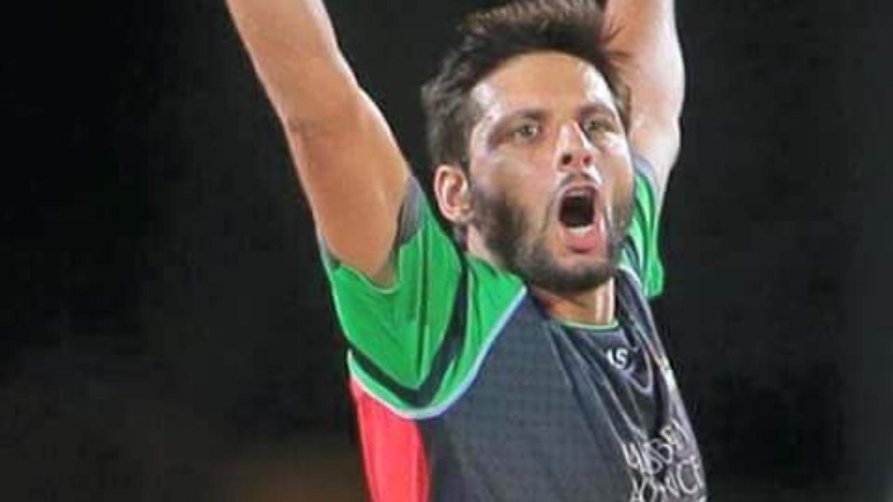 Shoaib Malik Clean Bowled by Shahid Afridi, in CPL 2015