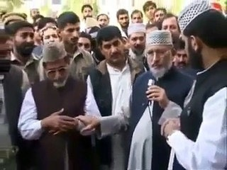 Tahir-ul-Qadri talks to a deceased person