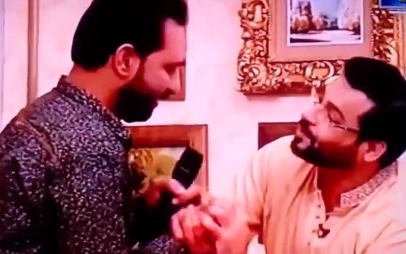 Amir Liaquat makes fun of Sartaj Aziz