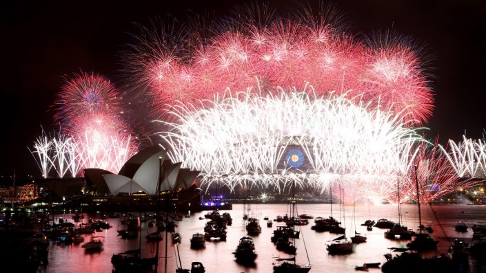 Fire Works In New Zealand To Welcome 2016