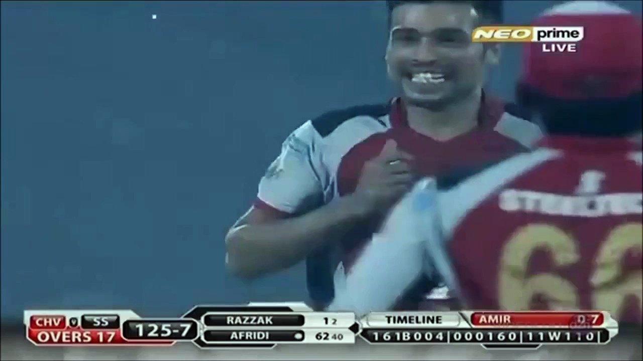 Aamir bowls Afridi out