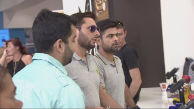 Fan comes to Shahid Afridi's rescue at McDonald's
