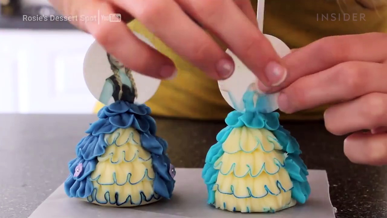 Frozen-Themed Cake Pops