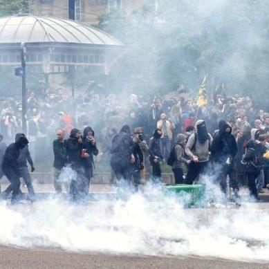 France labour dispute: Paris protests descend into violence