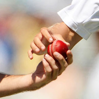 English Players Caught While Doing Ball Tampering