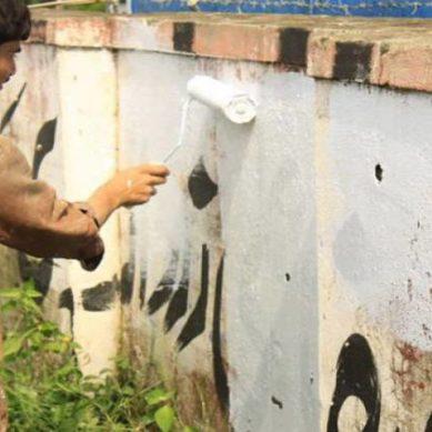 Wall chalking Against Farooq Sattar