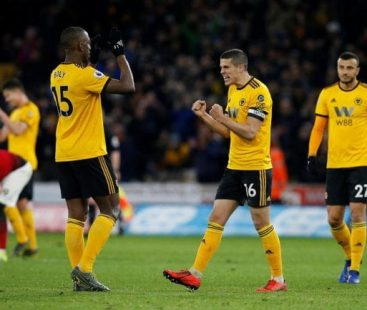 10-man Manchester United face defeat against the Wolves