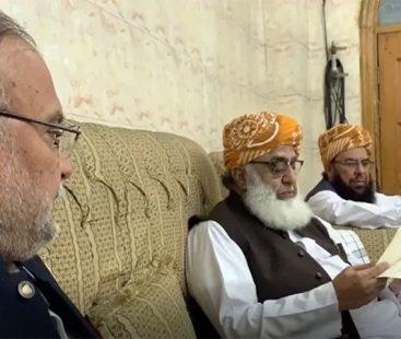 Nawaz urges PML-N to make Azadi March a success
