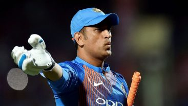 Cricket world stands desolate by Dhoni's retirement