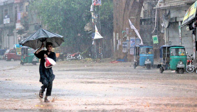 Heavy rains disrupt business in Karachi