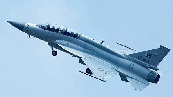JF-17 double-seat aircraft makes a thunder on Twitter
