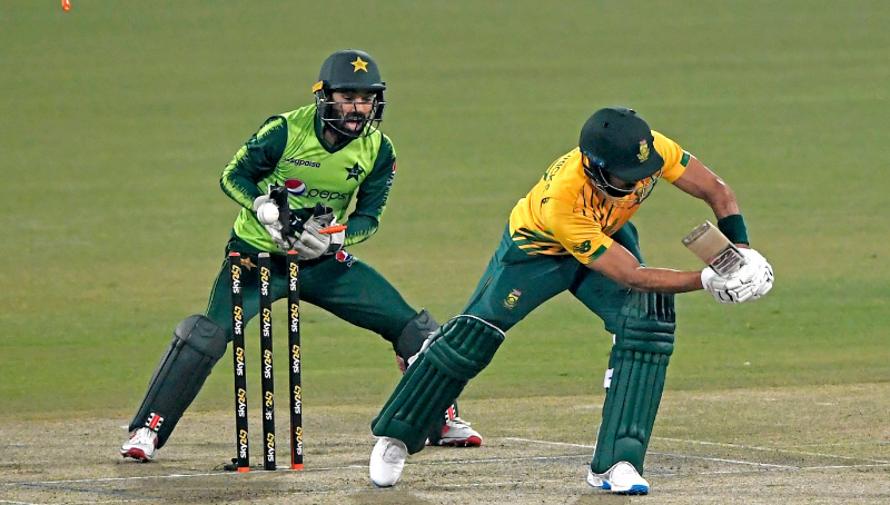 Pakistan win third T20 against S. Africa by 4 wickets