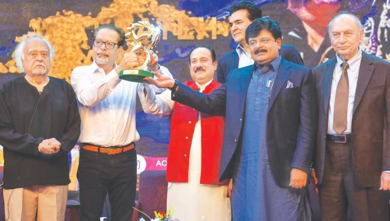 Iconic singer Rahat Fateh Ali Khan honored with lifetime achievement award