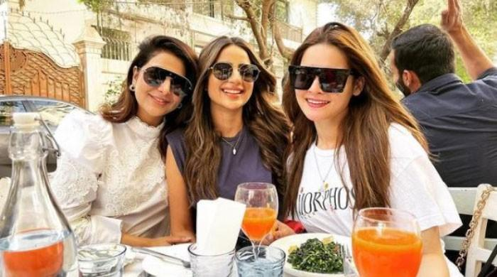 Minal Khan relishes Sunday brunch with celebrity friends