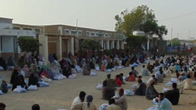 Pakistan Navy distribute ration in coastal and creeks area