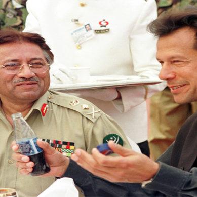 اینکر نے عمران خان اور پرویز مشرف کی خصوصیات بتا دیں