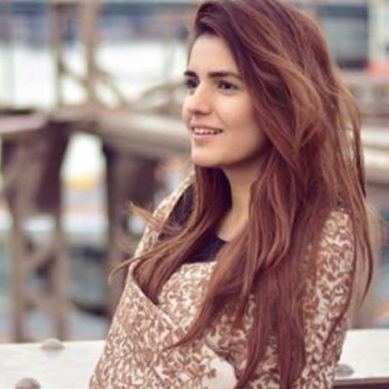 Momina Mustehsan hot pictures 650x371 389x389