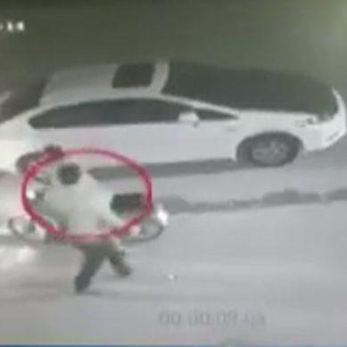 گاڑی کے سائڈ مرر چوری ہونے کی سی سی ٹی وی فوٹیج