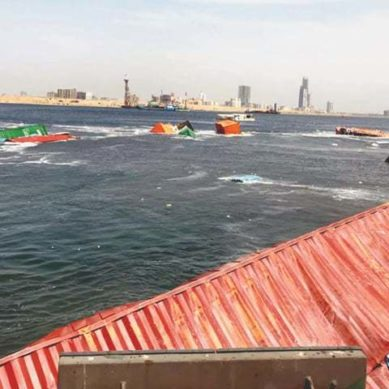 ،درجنوں کنٹینر سمندر میں ڈوب گئے، کراچی پورٹ پر حادثہ بحری جہاز ٹکرا گئے