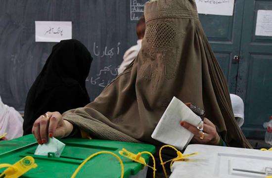 خواتین نے پہلی بار دیر بالا میں ووٹ کا حق استعمال کیا