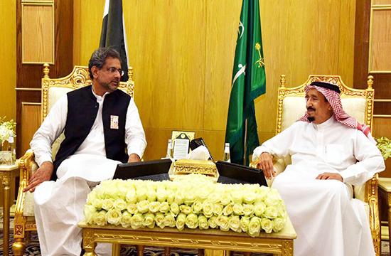 وزیر اعظم شاہد خاقان کی سعودی شاہ سلمان سے ملاقات