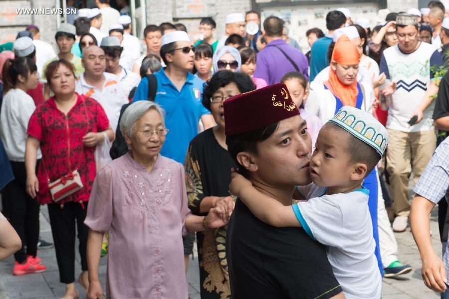 کورونا وائرس کی تباہی کم ہونے کے بعد چین میں زندگی معمول پر آنا شروع ہوگئی