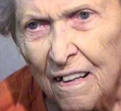 اولڈ ہوم بھیجنے پربیٹے کو قتل،پشیمان ماں کی سزائے موت کی درخواست۔