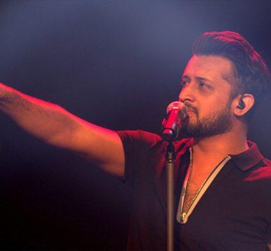 تیرا ہونے لگا ہوں' آزادی پریڈ میں بھارتی گانا، عاطف اسلم کے مداح ناراض'