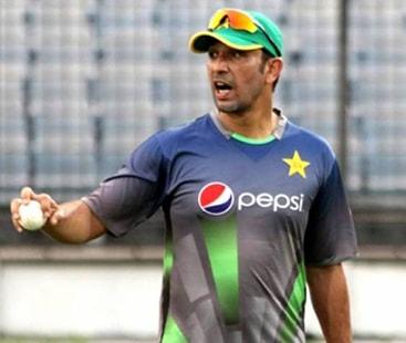پاکستانی ٹیم کے باؤلنگ کوچ اظہر محمود بھتیجے کی وفات کے باعث وطن واپس روانہ
