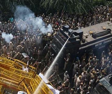 بھارت کے داخلی معاملات بدترین، 70 ہزار کسان مودی سرکار کے خلاف سراپا احتجاج