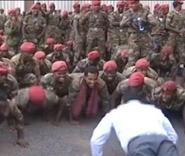 احتجاج نہ کریں، فوجیوں کو وزیراعظم نے پش اپس لگوادئے۔