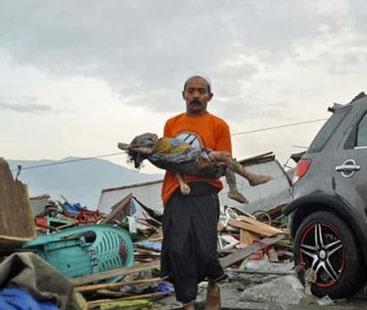 انڈونیشیا میں شدید زلزلے اور سمندری طوفان میں ہلاکتیں 832 ہو گئیں