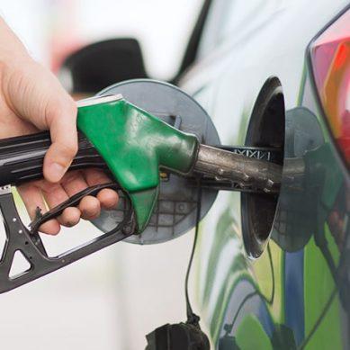 پیٹرول اور ڈیزل کی قیمت میں 2،2 روپے فی لیٹر کمی کا اعلان