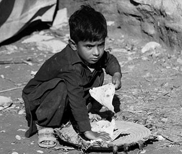بھوک پھرتی ہے میرے ملک میں ننگے پاؤں: امارت اورغربت  کے درمیان طبقاتی فرق میں اضافہ