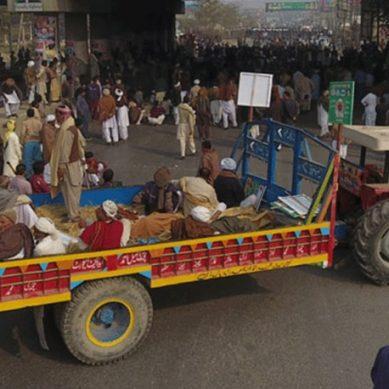 ٹھوکر نیاز بیگ لاہور میں کسانوں کا دھرنا 24 گھنٹے کے بعد بھی جاری